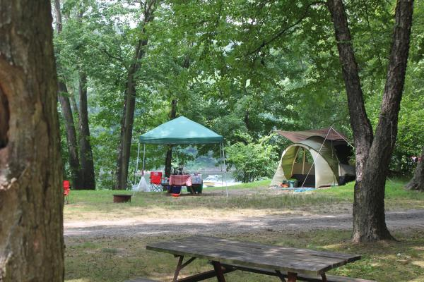 Tenting camping on the Delaware River