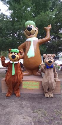 Visits with YOGI BEAR™ & BOO BOO™