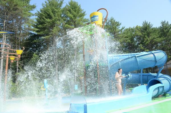 Splash Pad with twisting slide and dump bucket