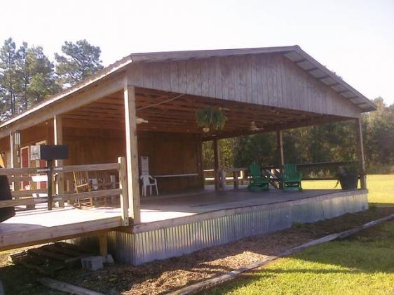 Covered Picnic Area at CarrollWoods RV Park